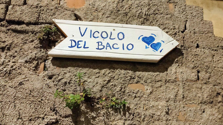 Vicolo del bacio (foto aggynomadi)