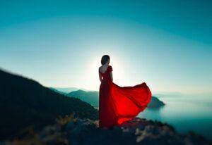 woman on cliff (foto hilton)