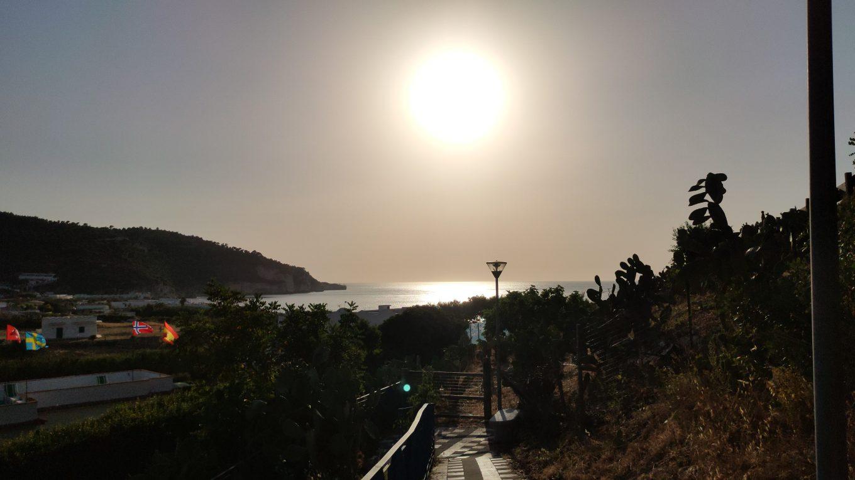 Un tramonto da Peschici in Puglia. Foto aggynomadi 2021